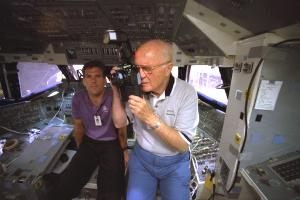 joh glennwith kodak dcs 460 on space shuttle 1998